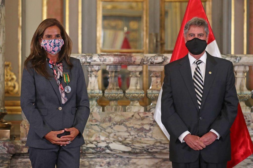 """Vicepresidenta de Recursos Humanos de Gold Fields recibe condecoración """"Orden del Trabajo"""""""