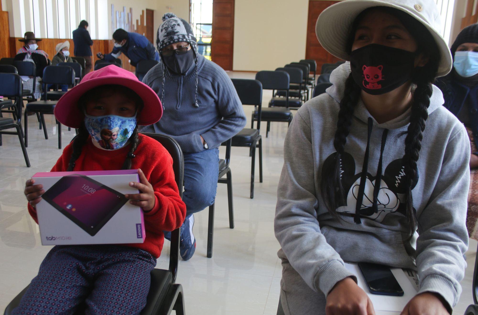 Antapaccay entregó tablets y laptops a comunidad educativa de Tintaya Marquiri